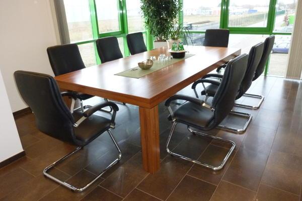Konferenztisch aus Nußbaum