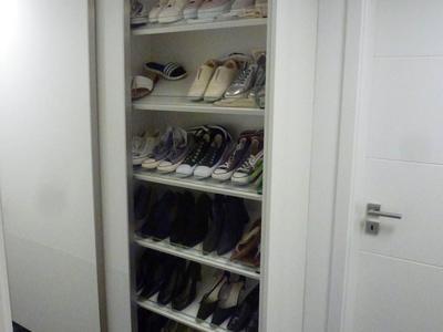Schuhschrank mit Schiebetüren