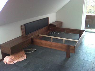 Bett aus Nussbaum Massivholz